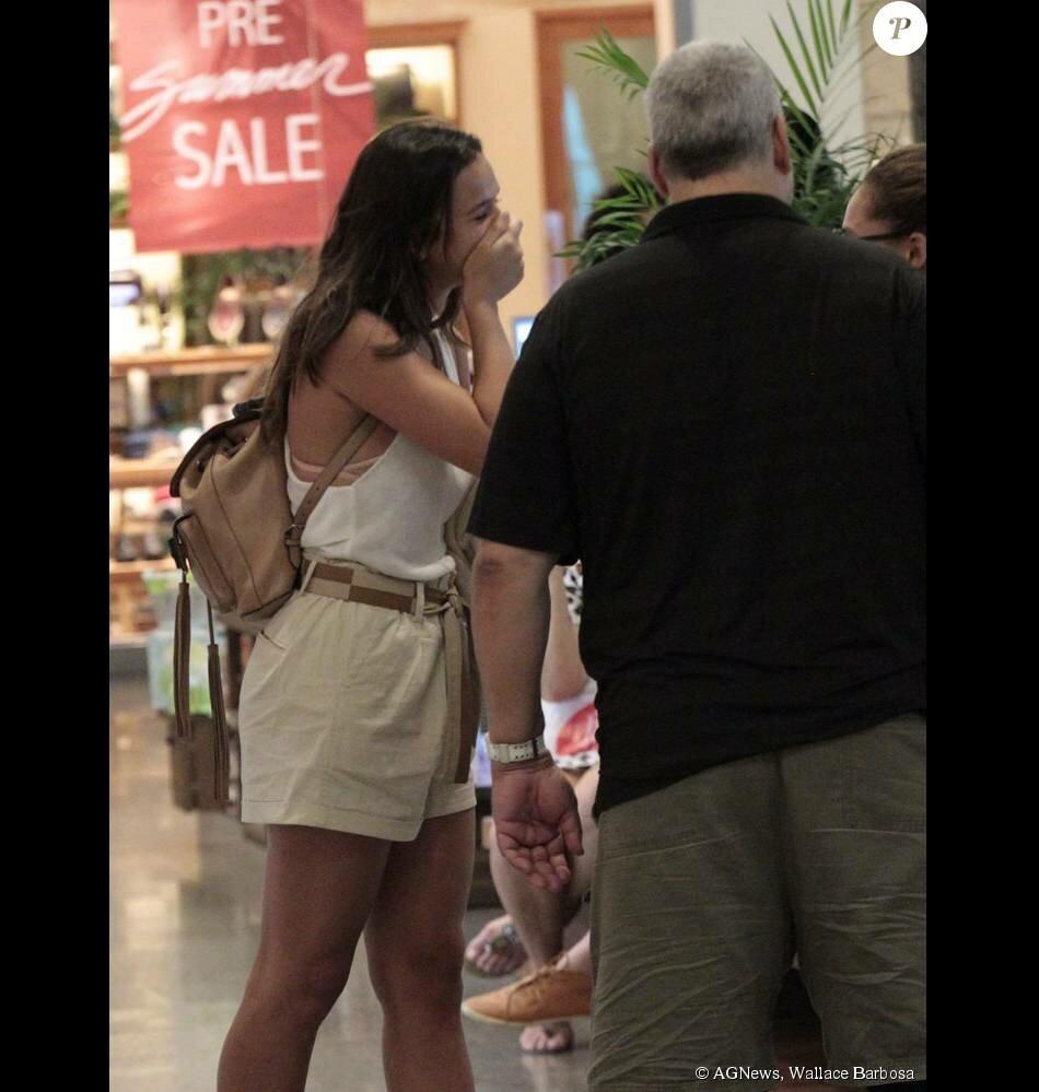 bruna-marquezine-passeia-em-shopping