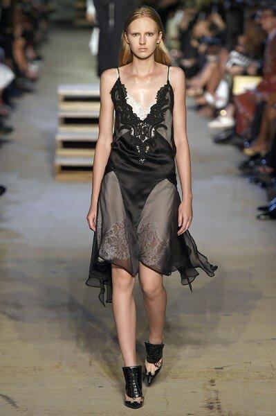 Givenchy se inspira em lingerie no desfile do NYFS 2016