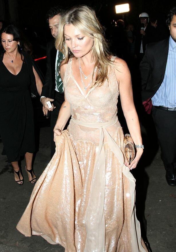 Kate Moss e seus looks com lingerie à mostra