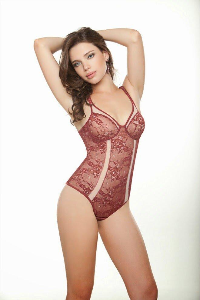 Bruna Linzmeyer, Del Rio. body