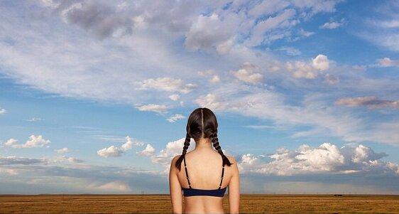 Marca de Lingerie lança campanha com modelos de costas