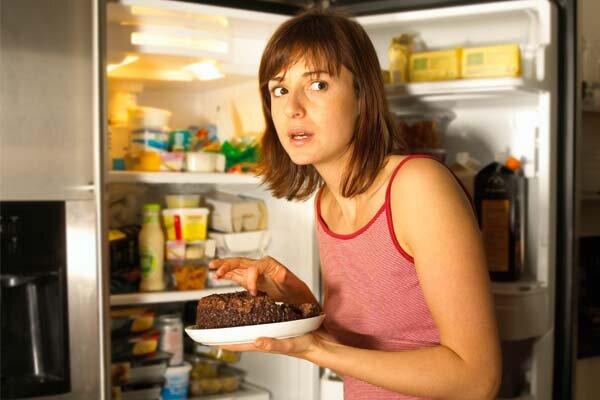 comer_muito_a_noite_realmente_faz_mal