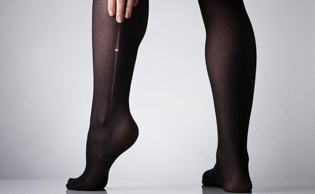 meia-calça rasgada