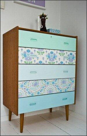 gavetas de comoda em madeira renovadas com contact verde azul e floral