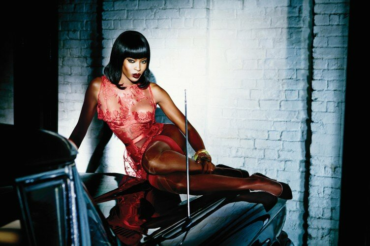 naomi-campbell-in-honney-in-agent-provocateur-752x499